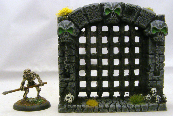 10003 Painted portcullis